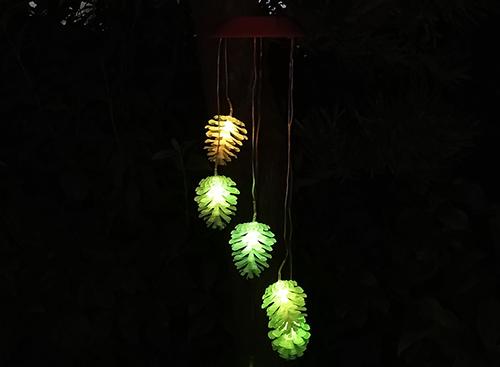 led太阳能风铃松子灯