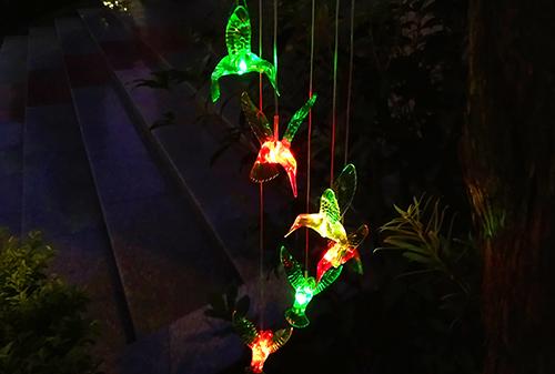 LED黑色盖太阳能彩色蜂鸟风铃灯