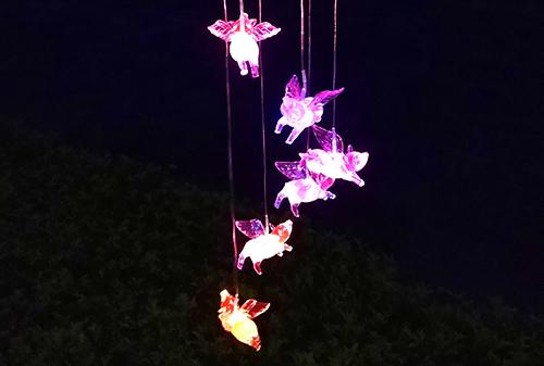 LED太阳能飞猪风铃灯