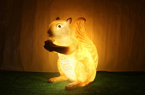 仿真抱玉米松鼠灯